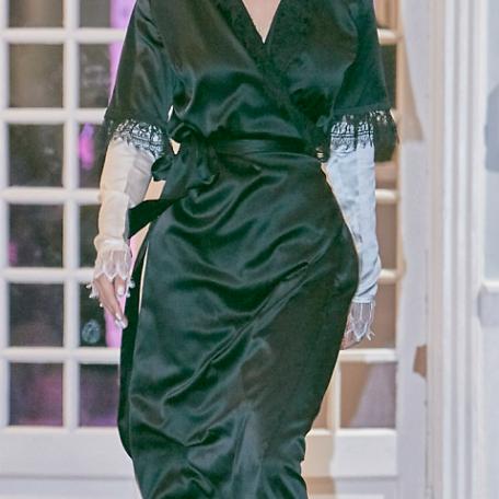 4-Robes sur-mesure en satin de soie Robes Blanc et Noir de Luxe à manchettes