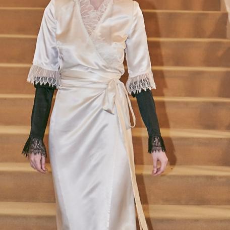 7-Robes sur-mesure en satin de soie Robes en soie blanche et manchettes noir