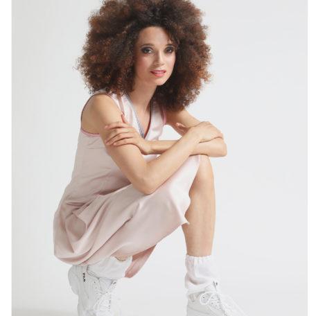 chaussette blanches en satin de soie et robe tennis